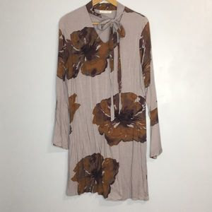 Honey Punch floral tie neck bell sleeve dress sz M